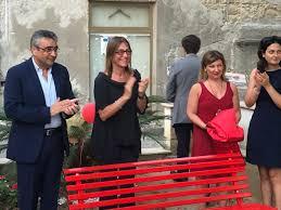 Ad Amantea la panchina rossa, simbolo contro la violenza sulle donne